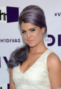 """LOS ANGELES, CA - DECEMBER 16:  Television personality Kelly Osbourne attends """"VH1 Divas"""" 2012 at The Shrine Auditorium on December 16, 2012 in Los Angeles, California.  (Photo by Michael Buckner/Getty Images)"""